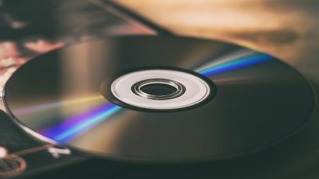Compact disc e scatole di dischi