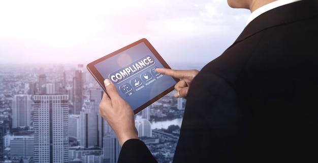 Interfaccia grafica di conformità normativa e normativa per la politica di qualità aziendale