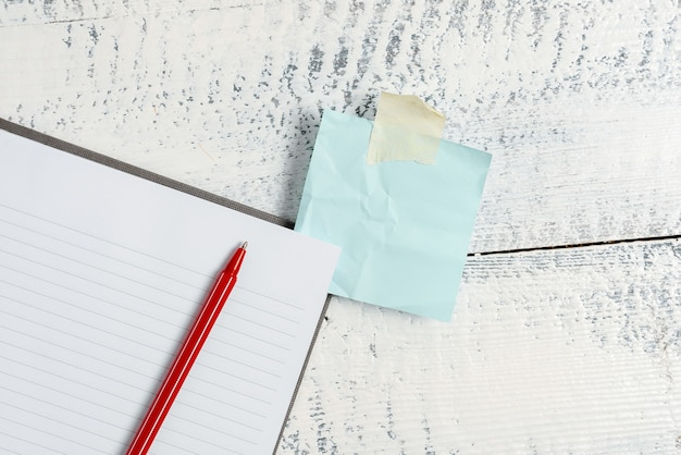 Composizione dell'idea di una lettera, elenco di documenti di testo, stesura di articoli scritti a mano, risoluzione astratta di problemi di matematica, presentazione di strumenti di scrittura, vendita di materiali