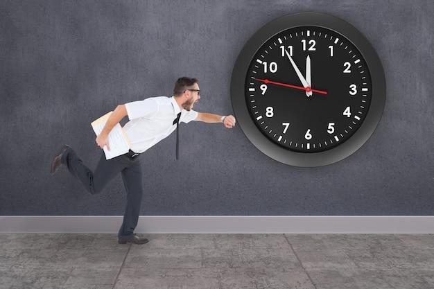 Immagine composita di geek giovane imprenditore in ritardo