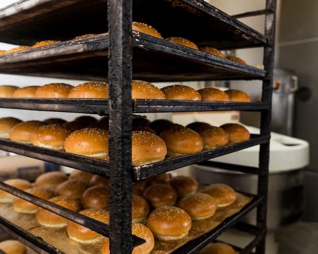 Composizione di deliziosi panini per hamburger