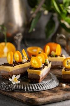 Composizione di deliziose torte fatte in casa