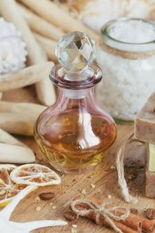 Composizione del trattamento termale su fondo in legno