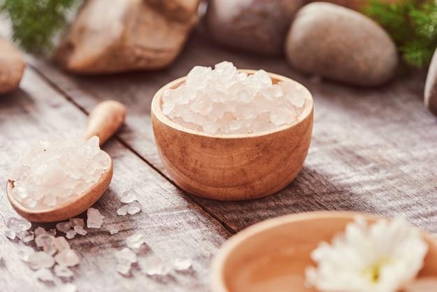 Composizione del trattamento termale su fondo di legno