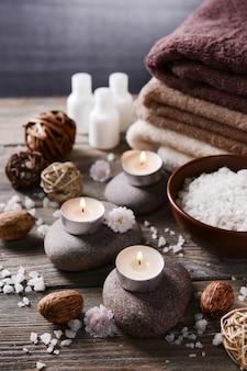 Composizione del trattamento termale su tavola di legno