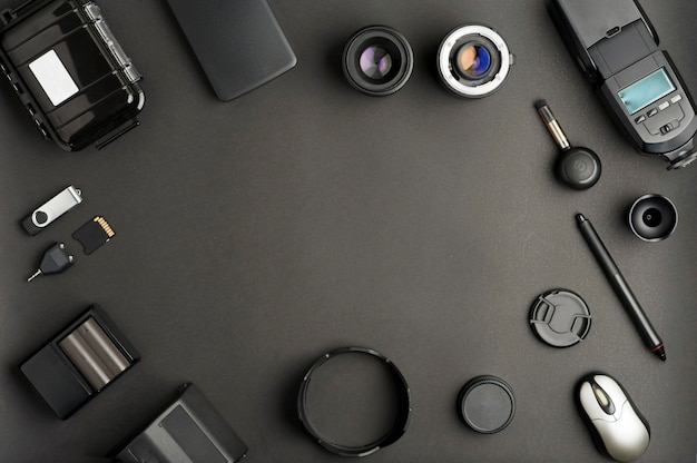Composizione con attrezzatura di produzione fotografica