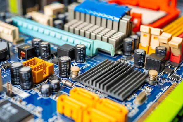 Dispositivo elettronico della scheda principale della cpu del circuito di computer: concetto di hardware e tecnologia.