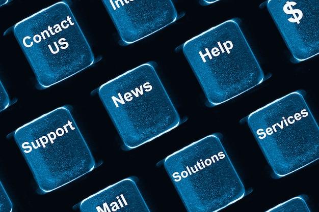 Concetto di tastiera del computer: pulsanti con operazioni aziendali preferite