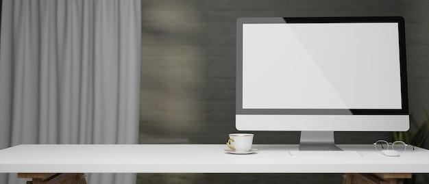 Monitor del computer a schermo vuoto con spazio di copia per la visualizzazione su scrivania moderna bianca in parete grigia