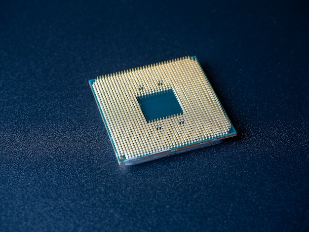 Processore del computer su uno sfondo scuro