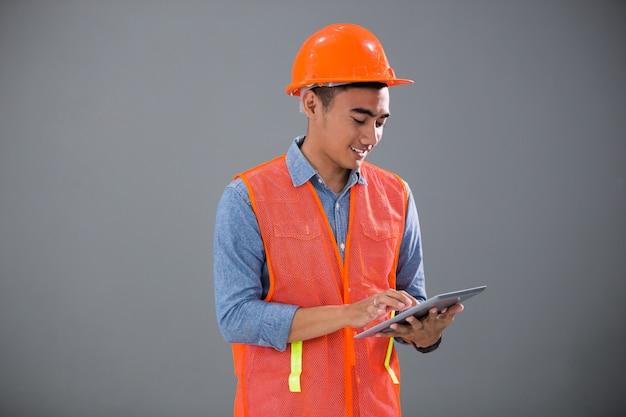 Architetto concept e ingegneri con tablet