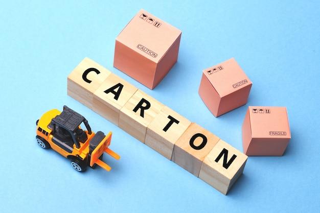 Scatola di cartone di concetto o contenitore per la consegna delle merci.