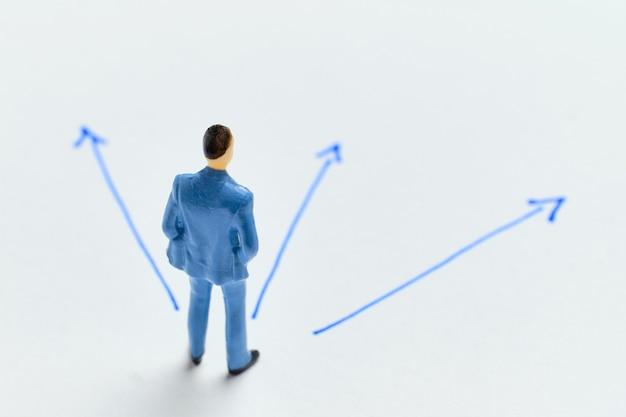 Il concetto di scegliere una strategia nello sviluppo del business.