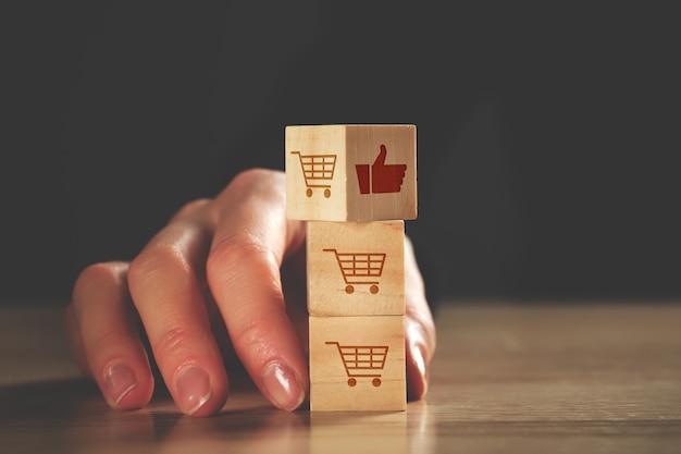 Concetto di recensioni e valutazioni dei clienti per le merci in negozio.