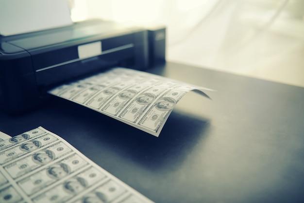 Il concetto di crisi economica globale produzione illegale di dollari stampare denaro sottoterra