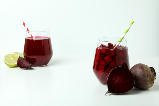 Concetto di bevanda salutare con frullato di barbabietola