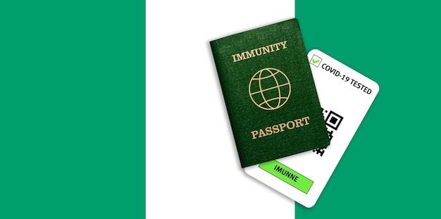 Concetto di immunità al coronavirus. passaporto di immunità e risultato del test per covid-19 sulla bandiera della nigeria.