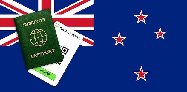 Concetto di passaporto dell'immunità, certificato per viaggiare per persone che avevano il coronavirus o fatto il vaccino e risultato del test per covid-19 sulla bandiera della nuova zelanda