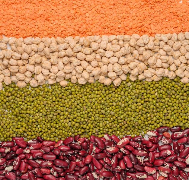 Concetto di legumi ceci lenticchie fagioli mash proteine vegetali superficie vista dall'alto vicino