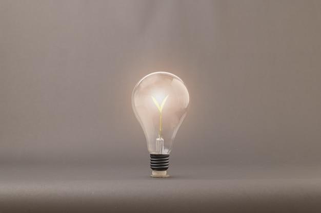 Concetto di lampadine, l'emergere di nuove idee