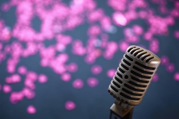 Il concetto di presentazioni multimediali. microfono retrò sullo sfondo. locandina concerto e spettacolo. copertina dell'album musicale.