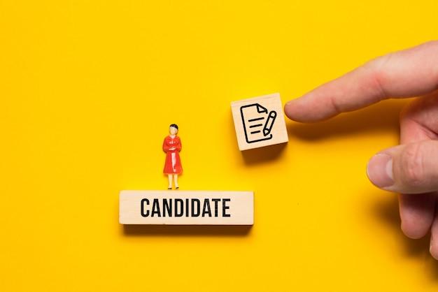 Il concetto di un'offerta di un contratto per un lavoro a una candidata.