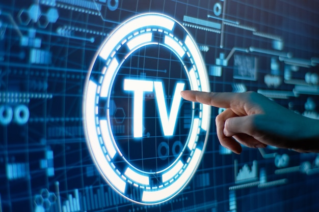 Concetto di televisione online su un display digitale futuristico.
