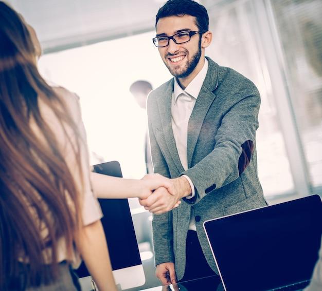 Concetto di una partnership affidabile - l'avvocato e il cliente,