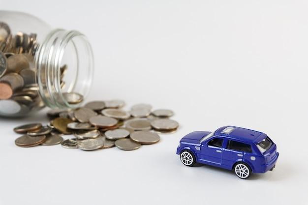 Concetto di risparmio di denaro per il commercio di auto per contanti, concetto di finanza