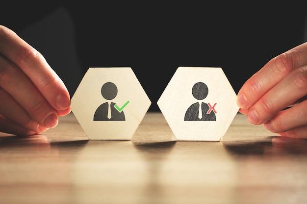 Il concetto di selezionare candidati qualificati per il lavoro.