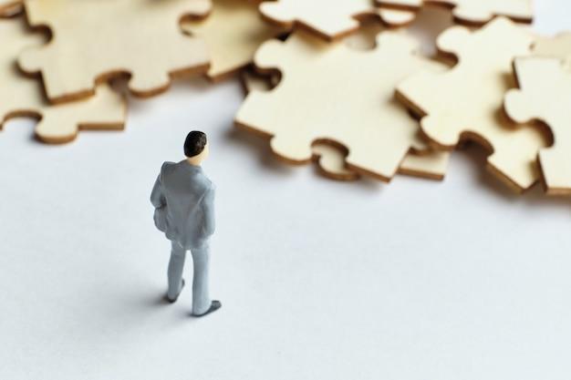 Il concetto di risolvere i problemi aziendali nel lavoro.