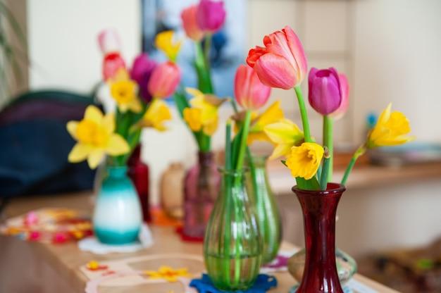 Concetto di festa delle donne di primavera o festa della mamma nella scuola montessori