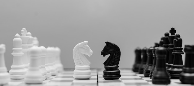 Il concetto di strategia negli affari con una scacchiera