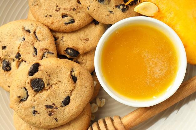 Concetto di cibo gustoso con biscotti di zucca, primo piano.