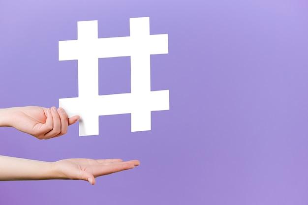 Concetto di post e blog alla moda sui social media