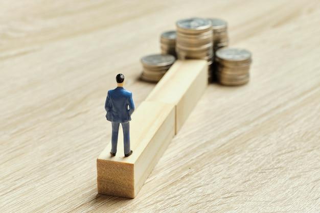 Il concetto di ricchezza e il modo per raggiungere il suo obiettivo.