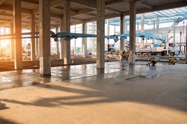 Nuovo sito di costruzione della struttura concreta per fondo