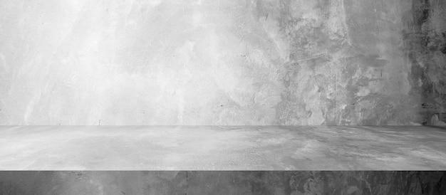 Muro di cemento e pavimento con sfondi chiari e ombreggiati, da utilizzare per l'esposizione del prodotto per la presentazione e il design del banner di copertina.