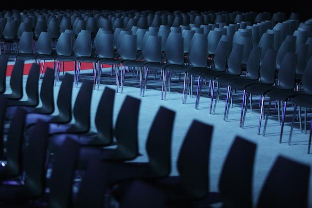 Sala conferenze o sala seminari, posto vuoto in auditorium o hall o aula.