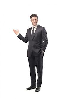Uomo d'affari sicuro che presenta qualcosa
