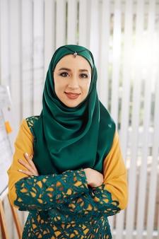 Fiduciosa imprenditrice musulmana