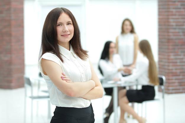 Fiduciosa giovane donna d'affari