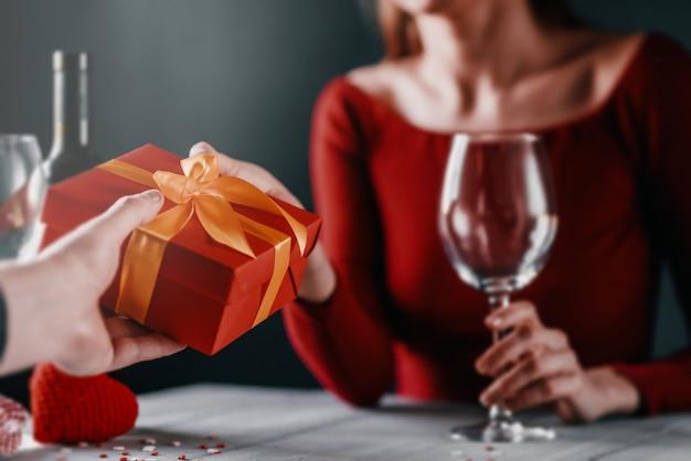 Concetto di congratulazioni per il giorno di san valentino