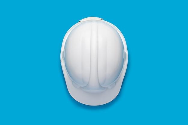 Cappello duro della costruzione isolato sull'azzurro