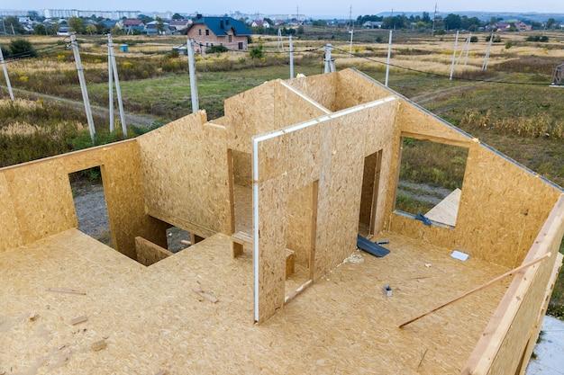 Costruzione di una nuova e moderna casa modulare.