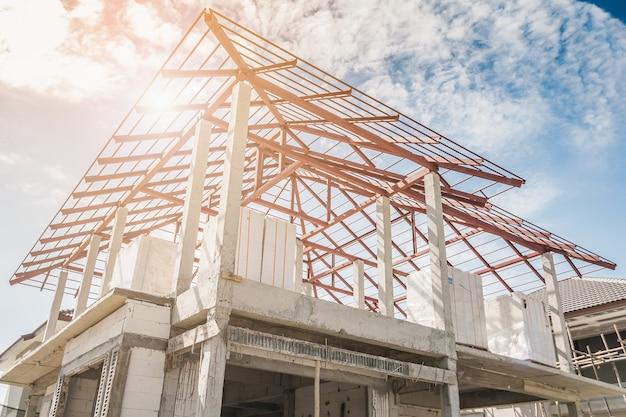 Costruzione residenziale nuova casa in corso in cantiere
