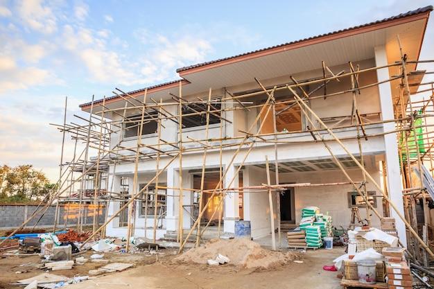 Nuova casa residenziale della costruzione in corso al cantiere