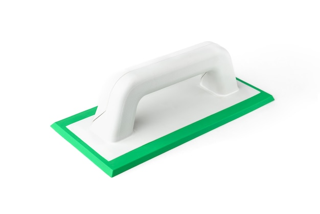 Cazzuola in gomma da costruzione per il riempimento di giunti isolati su sfondo bianco. Foto Premium