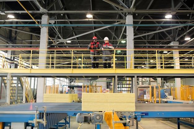 Fabbrica di materiali da costruzione al chiuso