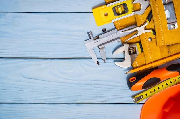 Kit di attrezzi da costruzione per un costruttore in una borsa